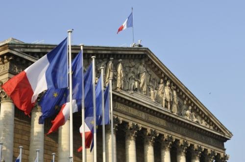 l_lth_colonnade_drapeaux3